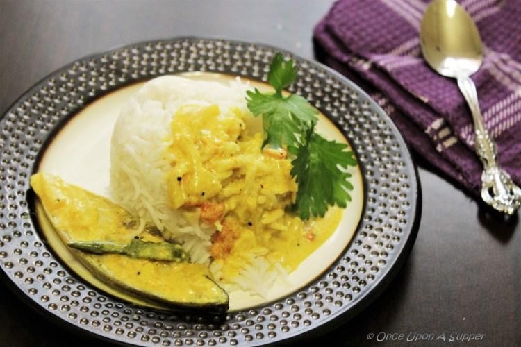 Pomfret Fish Moilee or Meen Moilee (Kerala style Fish Stew) -- tuning taste buds to a Malabar dance!