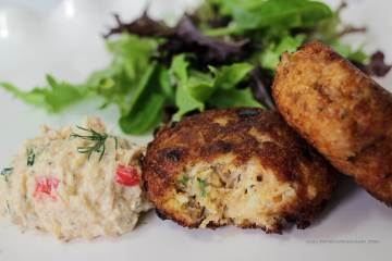 Maryland style Crab cakes -- an absolutely delicious classic seafood appetizer