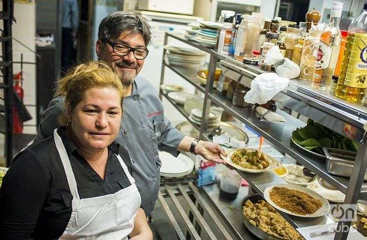 Niurys Higueras, owner of the restaurant Atelier and Douglas Rodríguez / Photo: Alain L. Gutiérrez Almeida