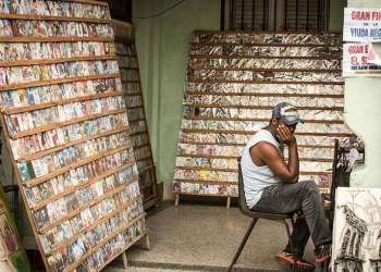 Over 2,000 DVD sellers burn and sell movies and TV shows, many of which are pirated. Photo: Andy Ruiz