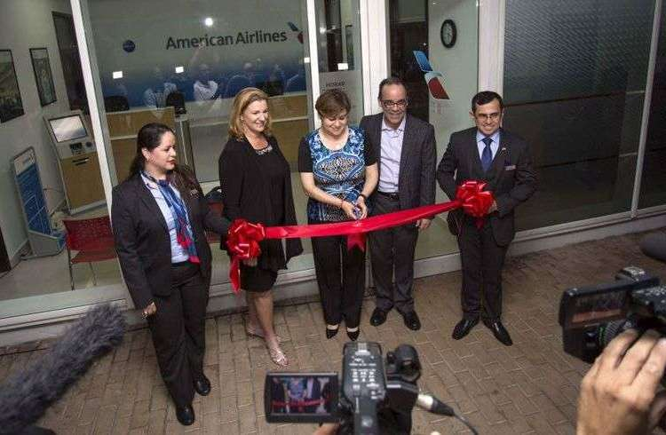 Opening of the American Airlines office in Havana. In the image, Christine Valls, the airline's regional sales director (second from the left); Lorena Sandoval, regional operations manager; and head of Cuba Operations Galo Beltrán. Photo: Desmond Boylan / AP.