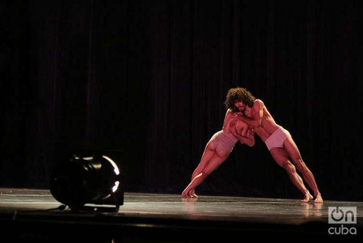 """Reversible"" by Cuban Contemporary Dance. Photo: Ismario Rodríguez."