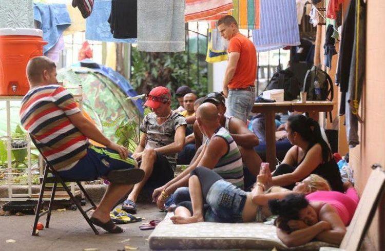 Cuban migrants in a shelter in Los Planes de Gualaca, Panama. Photo: La Estrella de Panamá.