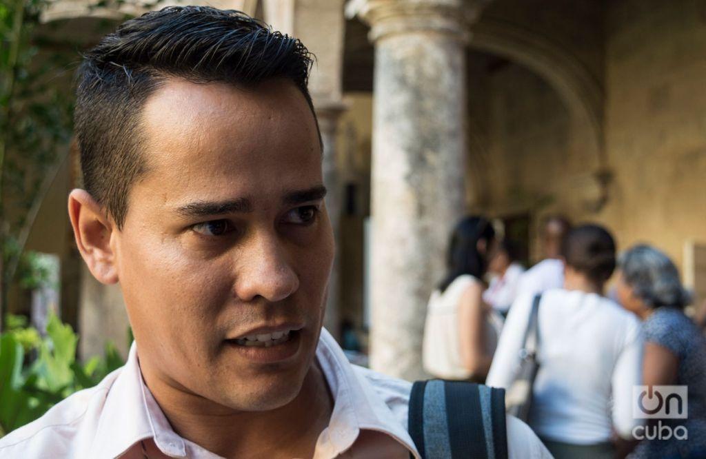 Carlos Arce, social media manager of the private agency Gervet. Photo: Otmaro Rodríguez.