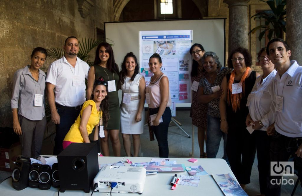 Maricel Ponvert (fourth from right to left) with other Cuban entrepreneurs attending the November of Entrepreneurs event in the Félix Varela Center. Photo: Otmaro Rodríguez.