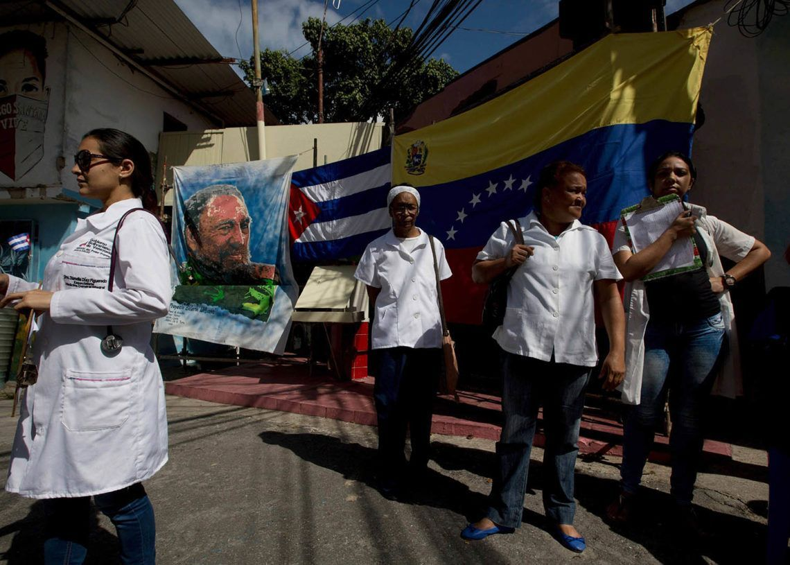 Cuban doctors in Venezuela. Photo: elestimulo.com