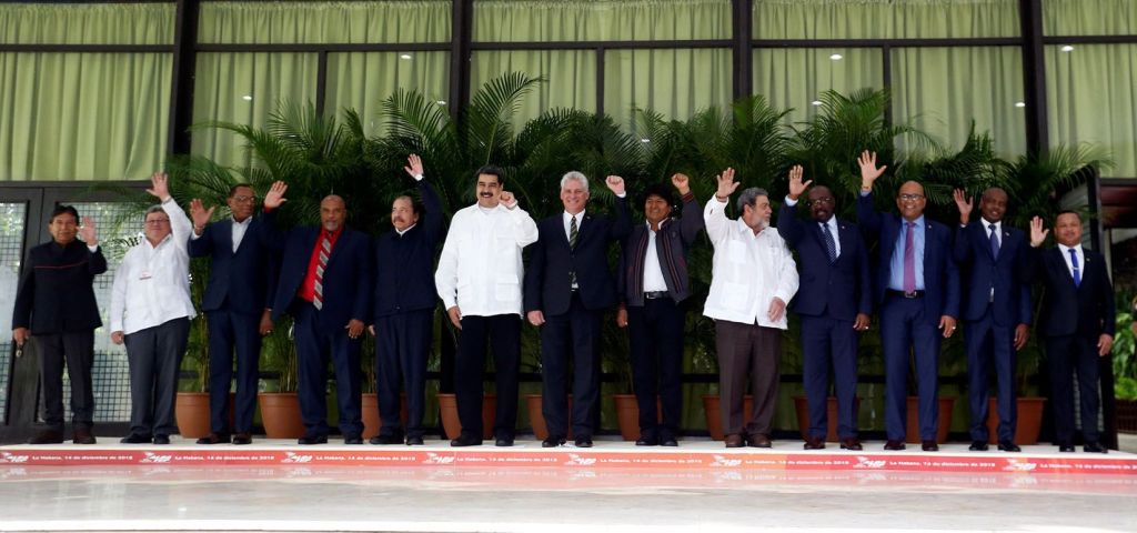 Official photo of the 16th Summit of the Bolivarian Alliance for the Peoples of America (ALBA) in Havana. From the fifth to the left: Nicaraguan President Daniel Ortega; Venezuelan President Nicolás Maduro; Cuban President Miguel Díaz-Canel; Bolivian President Evo Morales, and Saint Vincent and the Grenadines President Ralph Gonsalves, along with other dignitaries and representatives of governments and states of the regional bloc. Photo: Ernesto Mastrascusa / EFE.