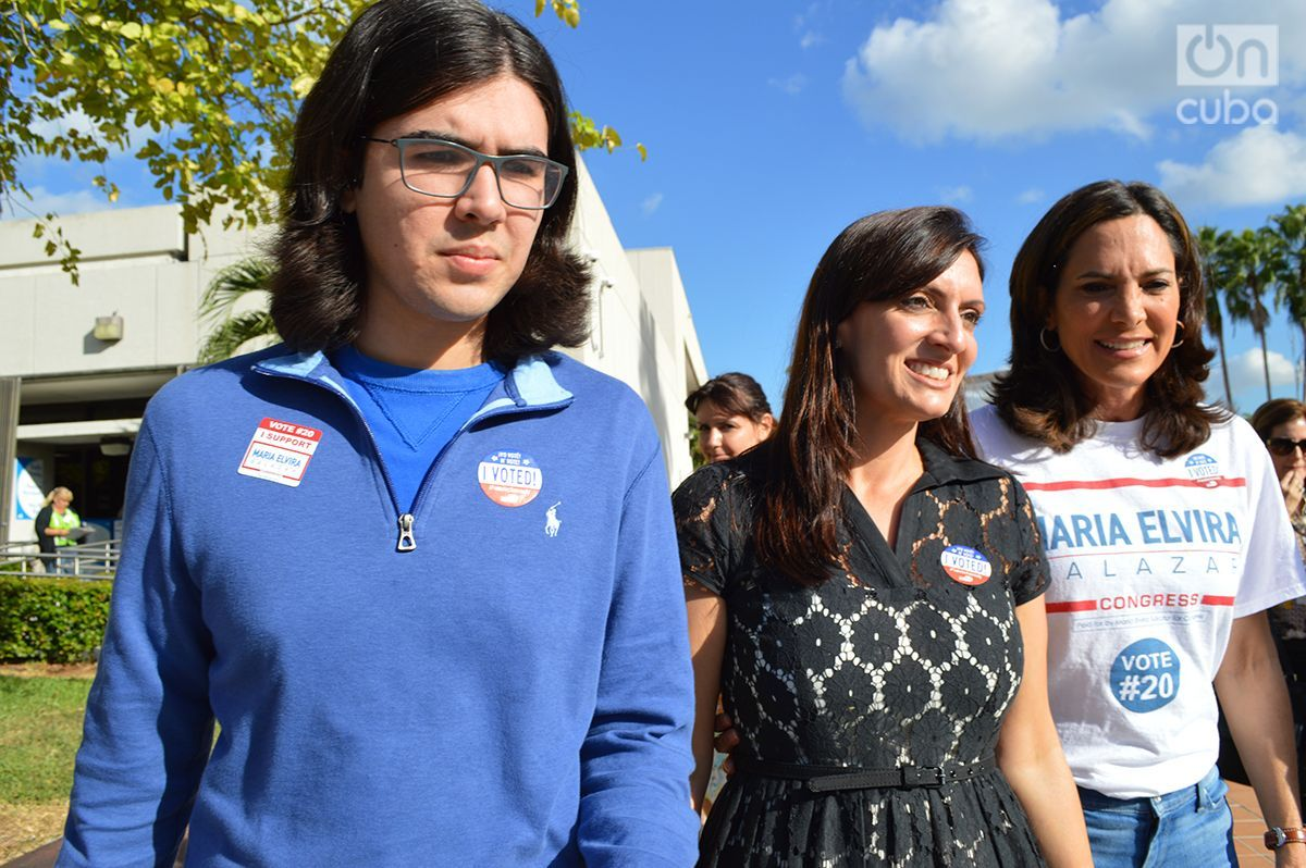 Rey Anthony, 22, during a campaign event in favor of the Republican candidates in the midterm elections. Next to him, newly elected Lieutenant Governor Jeannette Nuñez and the candidate for Congress for the 27th district María Elvira Salazar. Photo: Marita Pérez Díaz.
