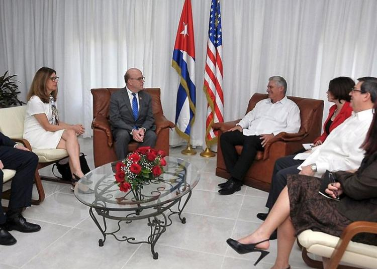 Cuban President Miguel Díaz-Canel during a meeting with U.S. Congressman James McGovern (center-left) in Havana. Díaz-Canel received this Saturday the congressman, a strong defender of bilateral rapprochement with whom the president addressed the state of relations between both countries. Photo: Estudios Revolución/Presidencia de Cuba/EFE.