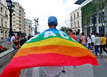 Activists for LGBTI rights participating in a march this Saturday May 11, 2019 along Paseo del Prado in Havana (Cuba). LGTBI activists and Cuban State Security Agents clashed this Saturday during an illegal demonstration called after the annual gay pride march organized by the official National Center for Sex Education (CENESEX), led by Mariela Castro, was canceled. EFE/Ernesto Mastrascusa