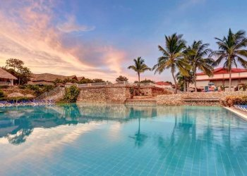The swimming pool of the Holguin Beach Resort. Photo: Sunwing.