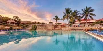 The swimming pool of the Holguin Beach Resort. Photo: Sunwing.