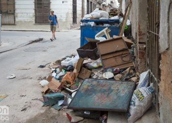 Garbage in Havana. Photo: Otmaro Rodríguez.