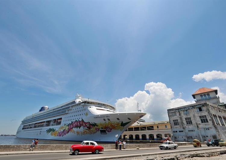 The U.S. government will ban starting this Wednesday cruises to Cuba and will restrict U.S. citizens' cultural visits. Photo: Ernesto Mastrascusa / EFE.