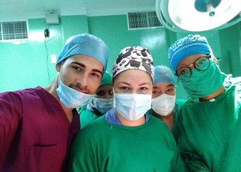 Team that performed the procedure. Photo: Taken from Radio Rebelde.