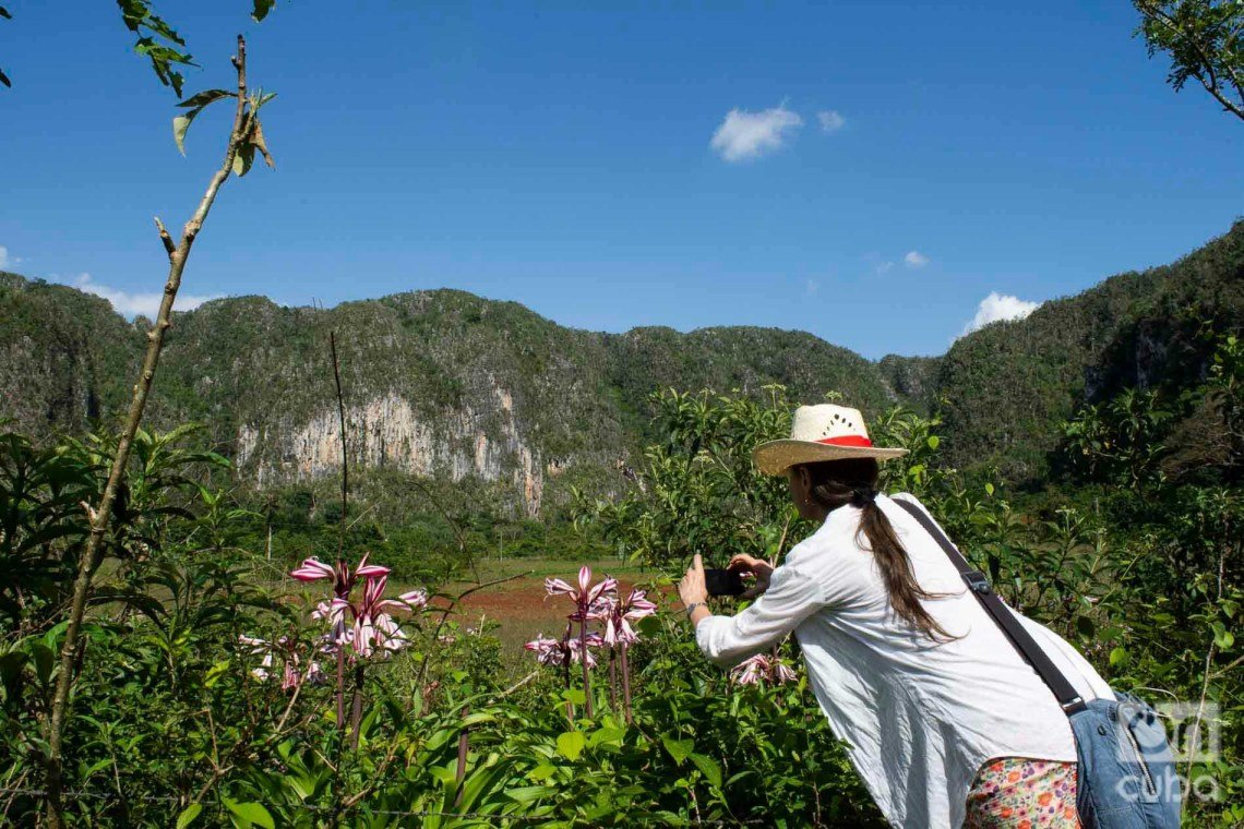 Tourist in Viñales Valley. Photo: Otmaro Rodríguez.