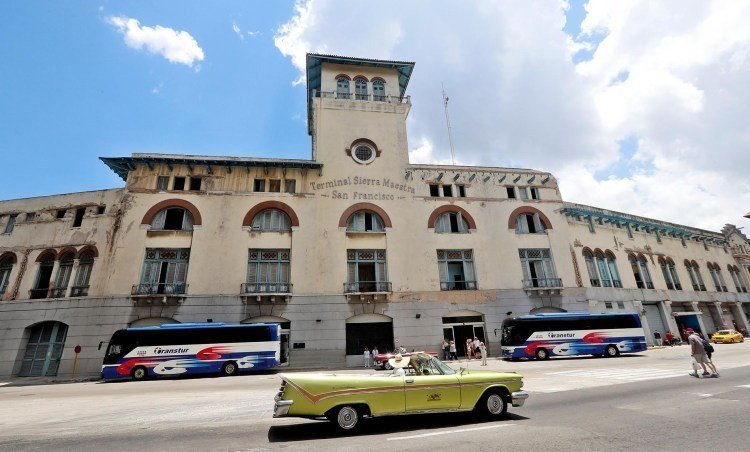 Several cars pass in front of the Havana cruise terminal. Photo: Ernesto Mastrascusa / EFE.
