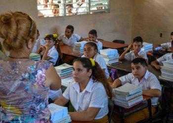 Junior High School in Cuba. Photo: Yaciel Peña / ACN / Archive.
