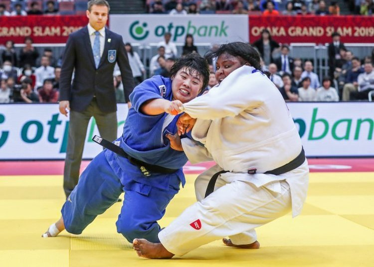 Cuban Idalys Ortiz (r) and Japanese Akira Sone in the finals of the +78 kg of the Osaka Grand Slam, Japan, won by Sone, on November 24, 2019. Photo: