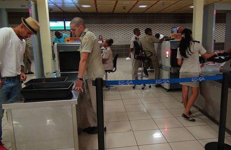 Customs at Havana's José Martí International Airport. Photo: Raquel Pérez.
