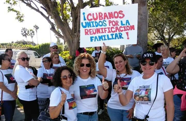 Image of the first demonstration in Miami against the cancellation of the family reunification program, held in 2018. Photo: Twitter / Archive.