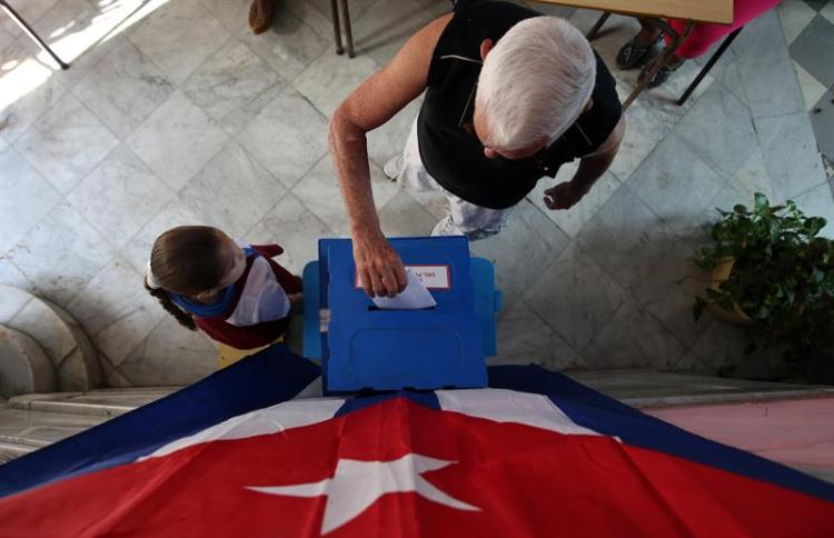 Municipal elections in a polling station in Havana. Photo: Alejandro Ernesto/EFE/Archive