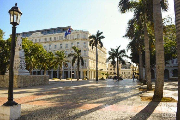 The Central Park in Havana, empty during these days of coronavirus. Photos: Otmaro Rodríguez.