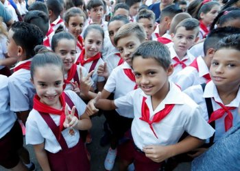 Students from a primary school in Havana. Photo: Ernesto Mastrascusa / EFE / Archive.