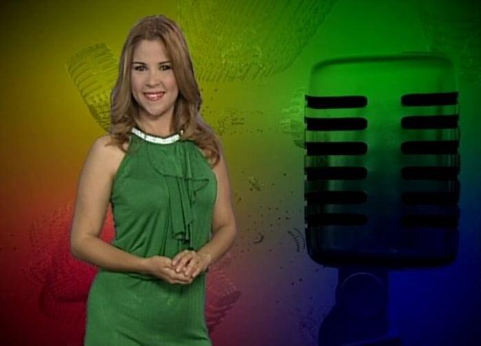Amelia en la conducción del programa televisivo Onda retro. Foto: cortesía de Amelia Flores.