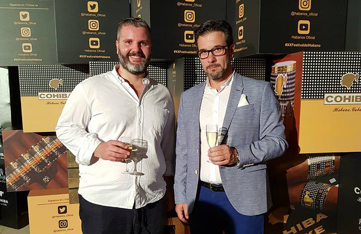 Carlos A. Acosta (derecha) durante el Festival del Habano 2018. Foto: Perfil de Facebook de Carlos A. Acosta.