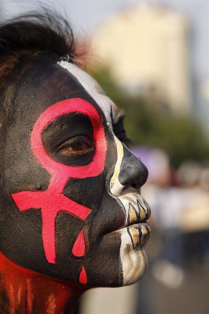 Cientos de mujeres marcharon por las calles de Ciudad de México. Foto: Sáshenka Gutiérrez / EFE.