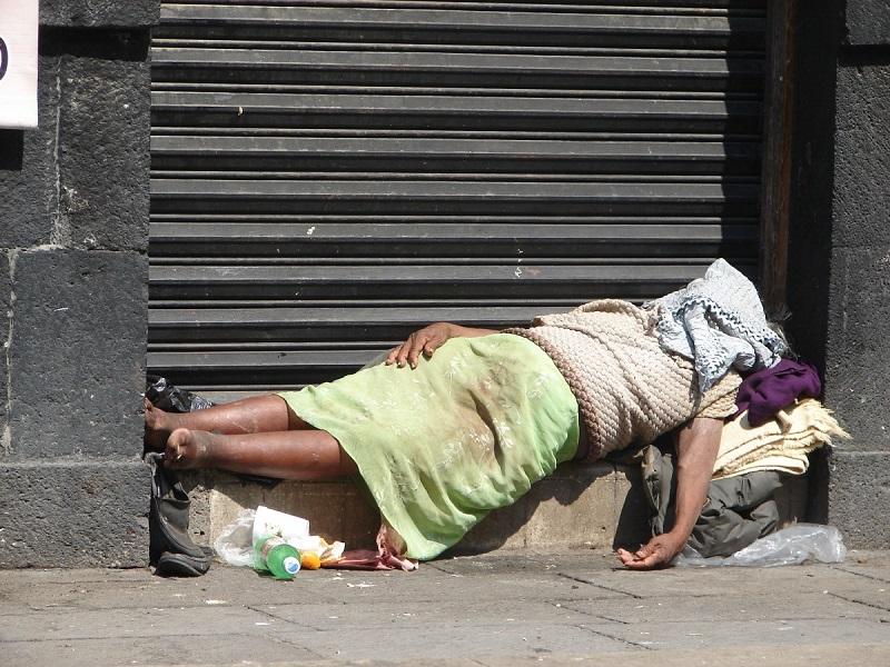 Persona en situación de calle en Ciudad de México. Foto: Pxhere.
