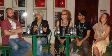 Anthony Weeks, Alexandra Halkin, Sally Berger (MoMA), Jesús Hernández y Sara Nesson en una mesa durante la Muestra Joven, hablando sobre las obras de Cerrando Distancias.