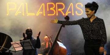 La joven cantante repasó anoche la obra de Marta Valdés en un concierto intenso en el Teatro Mella / Foto: Roberto Ruiz