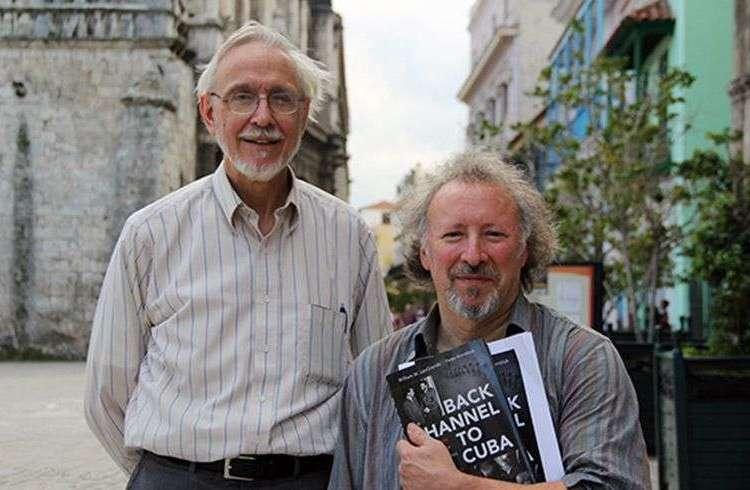 William LeoGrande y Peter Kornbluh en La Habana