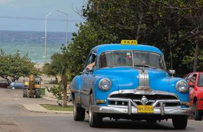Private taxis have been the salvation for many Cubans even though they have a prohibitive prices for those who receives a salary from the State / Photo Price: Raquel Perez.