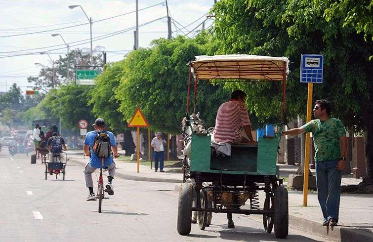 The horse-drawn carriages are the primary transportation in many of the provincial capitals and towns / Photo: Raquel Perez.
