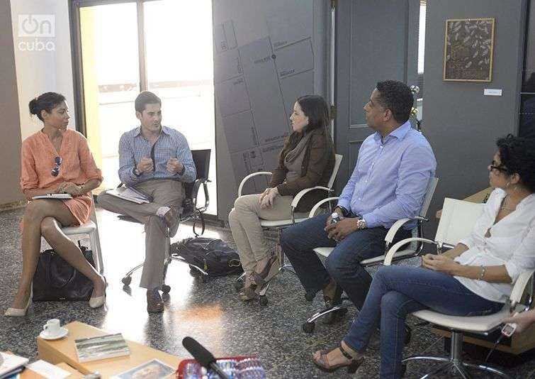Brett Perlmutter, de Google Ideas, y Brehanna Zwart, de Google Access & Energy en su visita a OnCuba. Foto: Alain L. Gutiérrez