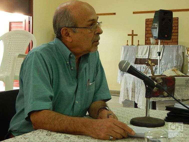 El politólogo Rafael Hernández interviene en el evento sobre las UMAP. Foto: José Jasán Nieves
