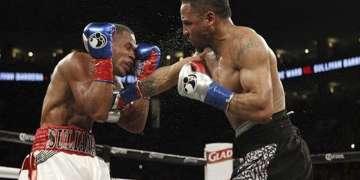 El cubano Sullivan Barrera poco pudo hacer ante la meastría de Andre Ward / Foto: Roc Nation