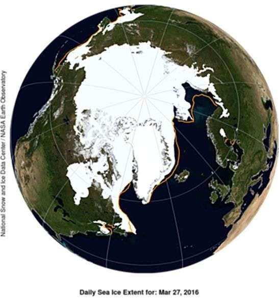 Imagen generada por computadora de la extensión del hielo ártico este 27 de marzo. La línea naranja muestra la extensión promedio del período 1981–2010. Imagen cortesía del NSIDC.