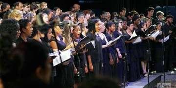 Niños norteamericanos junto a otros coros en el Festival. Foto: Ann Trophy