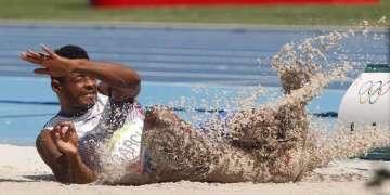 Yordani García Barrisonte de Cuba, compite en el salto largo del decatlón del atletismo. Foto: Roberto Morejón / JIT