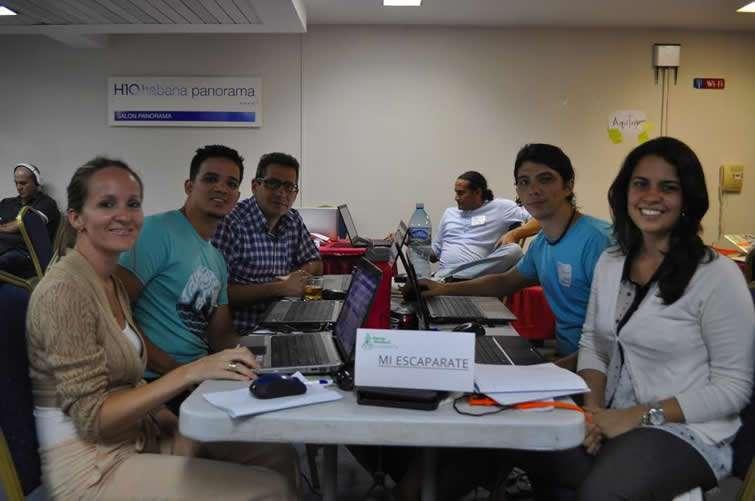 Martín Proenza, el segundo de izquierda a derecha, durante las sesiones del Startup Weekend de 2015.