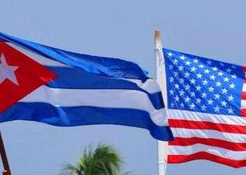 Banderas de Cuba y Estados Unidos. Foto: archivo