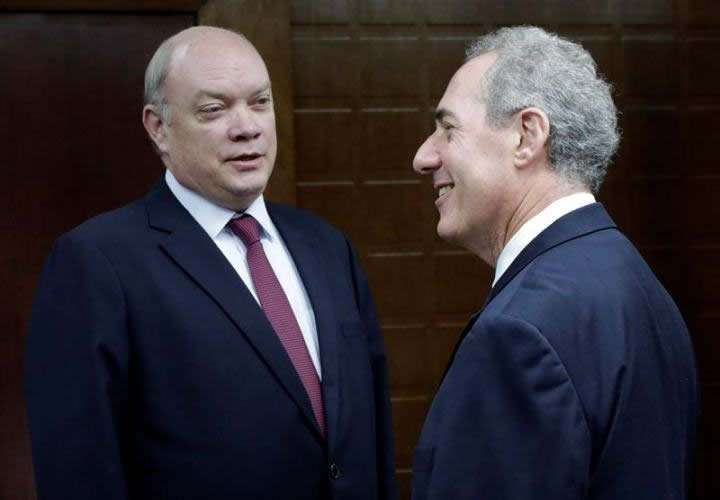 During his visit to Cuba, Froman met with Minster of Foreign Trade and Investments Rodrigo Malmierca. Photo: EFE.