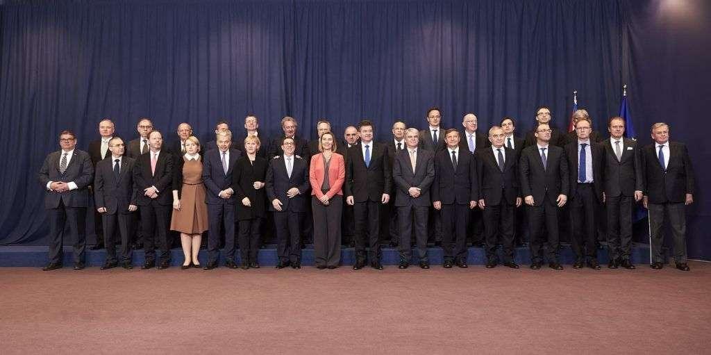 Foto de familia tras la firma del Acuerdo de Diálogo Político y Cooperación. Foto: Unión Europea.