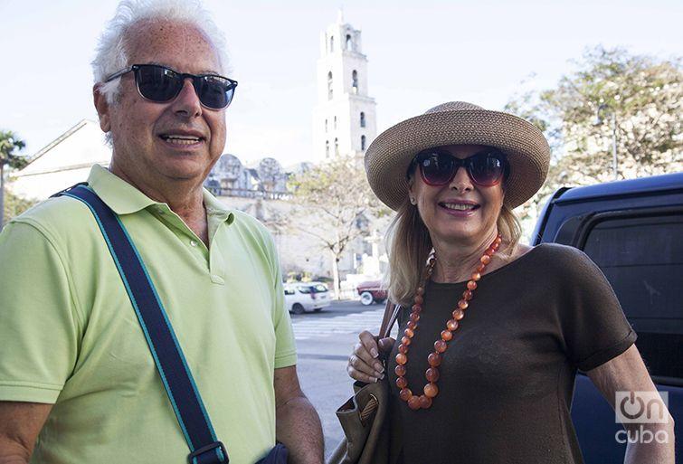 María y su esposo Juan Enrique llegaron a La Habana en el Marina de Oceania Cruises. Foto: Claudio Peláez Sordo.