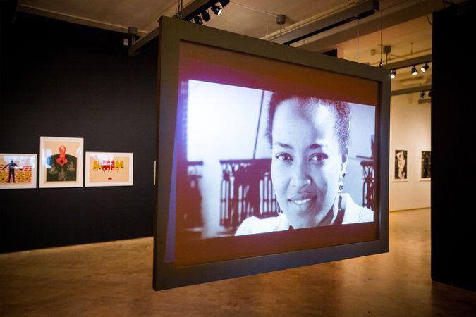 Belkis Ayón en un video en El Museo del Barrio. Foto: Michael Nagle, The New York Times.