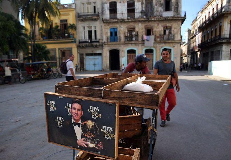 Carretilla en La Habana. Foto: Alejandro Ernesto / EFE.